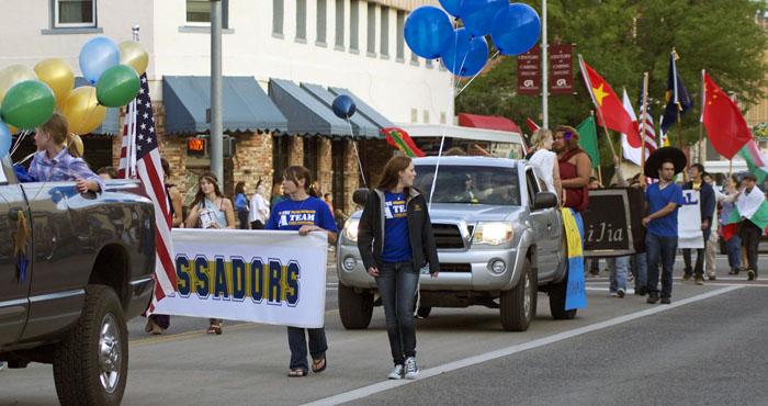 EOU Ambassadors and International Student Association members