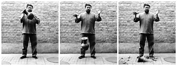 Ai Weiwei, Dropping a Han Dynasty Urn, 1995.
