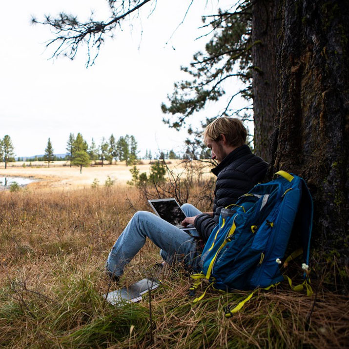 mfa_eou_outdoor_student
