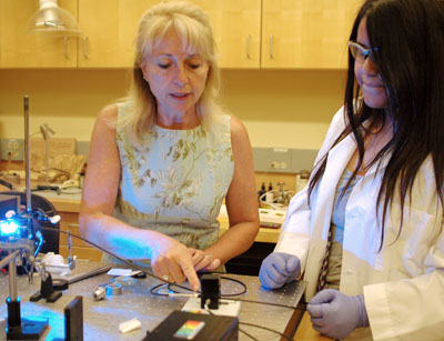 Cavinato works with Jessica Nava, an intern from Irrigon High School, to measure the emission by fluorescent labeled DNA.