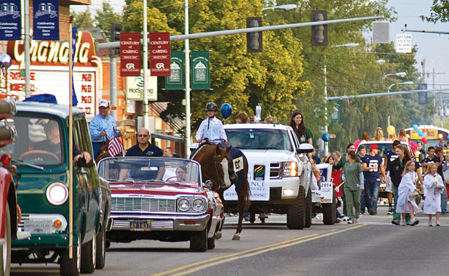 Homecoming-Parade-filephoto