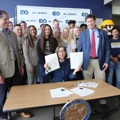 Gov KB celebrates Fieldhouse bill with EOU student-athletes and Rep. Greg Barreto