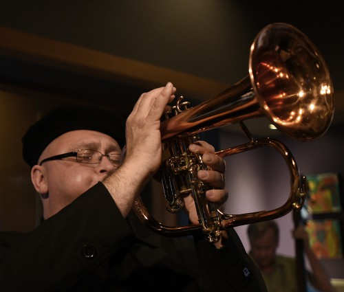 Visiting artist brings jazz, business to music students
